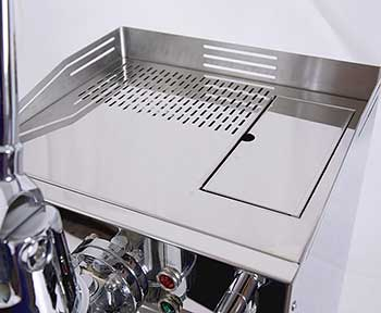 An image of the cup warming tray of Quick Mill Achille